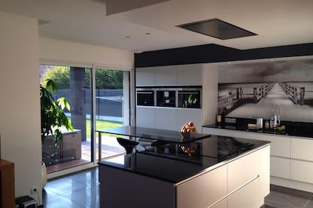 Superbe chambre dans maison moderne