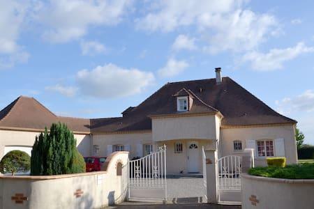 Villa Uzein - proche aéroport - Pau - Dům
