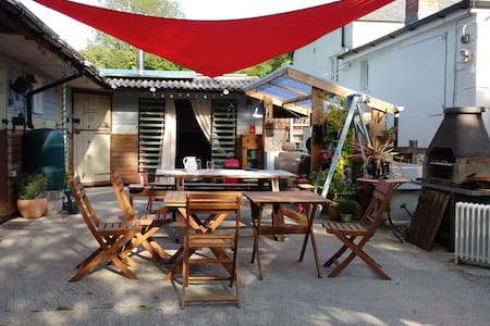 Quirky boutique hostel close to the Eden Project - Κοιτώνας
