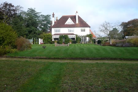 Luxury house and large garden 40 mins from London - Dom