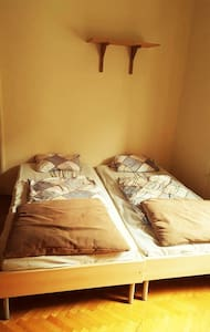 Cheap Room Near to the Party-zone - Apartment