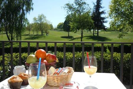 B&B con vista sul Campo da golf di Castell'Arquato - Castell'Arquato - Bed & Breakfast