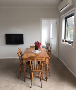 New apartment minutes from the CBD! - Daire