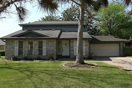 Bed/Bath in Home w/Great Deck & Golf Course Access - Missouri City - Hus