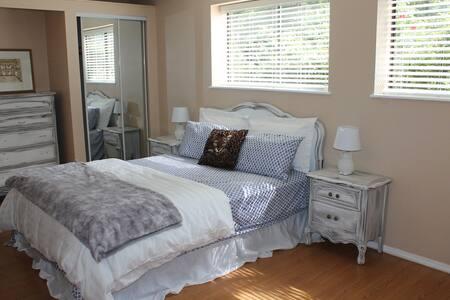 Cozy 1 Bedroom Forest Suite - Dům