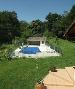 Logement avec piscine en campagne - Apartment