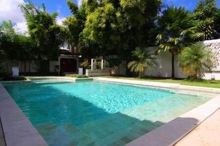 Dream 5br Villa close to the beach - Kuta - Villa