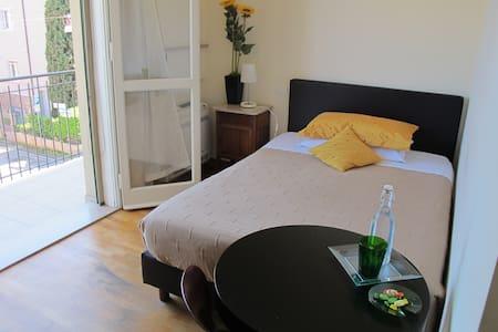 Camera con letto alla francese - Ravenna - Bed & Breakfast