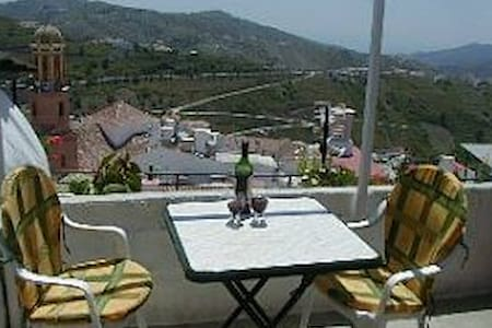 *Townhouse -wifi /tv  *EXCELLENT WINTER LET RATES* - Cómpeta - Talo