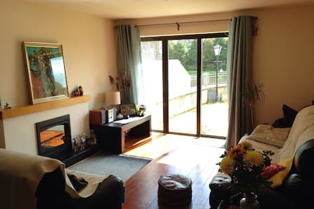 Spacious 2 Bed Riverside Apartment