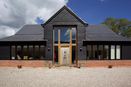 Delightful Rural Barn Conversion . - Rumah