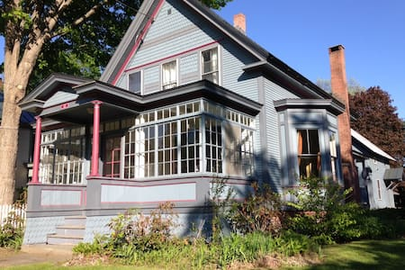 This comfortable three-bedroom Victorian, located in the quaint village of Bethel, VT, is close to skiing, hiking, fishing. 35-40 minutes from Killington, Pico, and Okemo. Great base for leaf-peeping in Autumn. Close to I-89 for quick access to all VT has to offer!