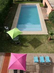 Studio bleu avec piscine