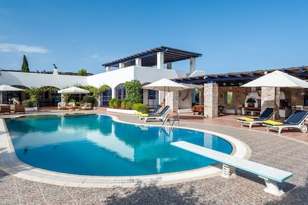 VIP Beach Villa with great gardens - Condominium