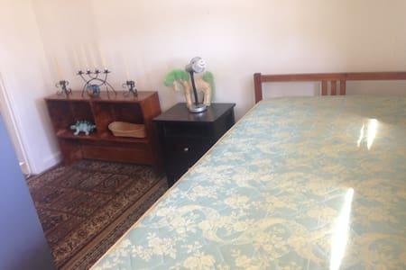Sunny Single Room in quaint cottage - Sydney - Rumah
