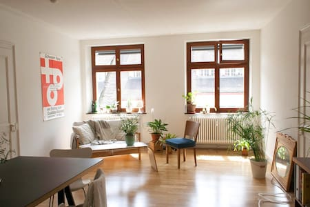 Cosy, stylish 3-room flat in a charming old building, 30m beeline to the river Rhine. Situated right across Hotel Krafft, 5 min walking distance to Art. At 83 sqm it comfortably accommodates 4 people. 2 bedrooms, 1 living room, bathroom and kitchen.