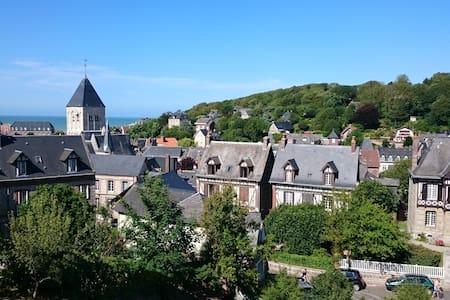 Maison neuve vue mer et village - Casa