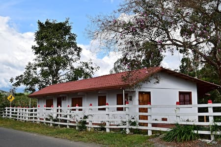 Filandia, Quindio - nice country house & new! - House