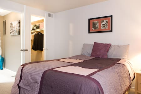 Relaxing Private bedroom -  Metro Area - Montgomery Village - Huis