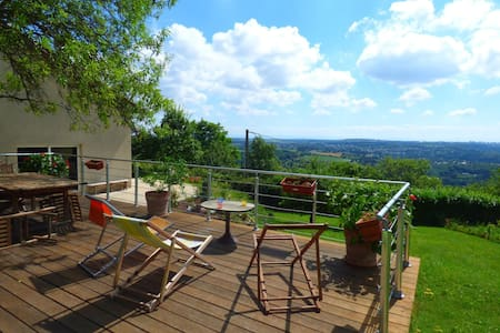 Atypical and quiet house, close to Lyon - Couzon-au-Mont-d'Or