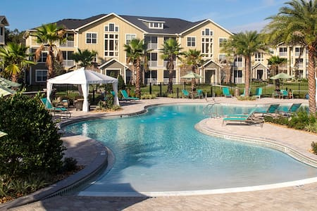 Room in Apartment - Luxury Resort - Tampa