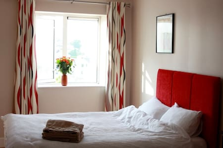 Salthill by the Sea - Comfy Double Room w/Bathroom - Galway - Apartment