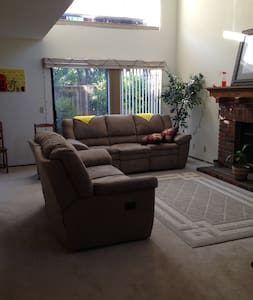 Spacious private room in Newark, CA