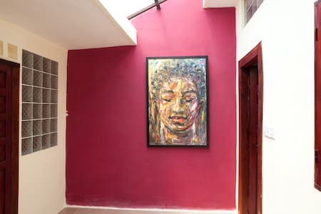 Steps from the Museum and Palace! - Phnom Penh - Apartment
