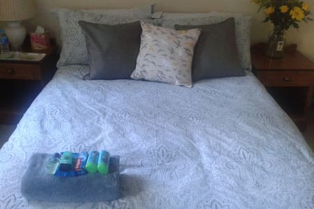 Large double room, Winchester - FREE Parking/Wifi - Casa