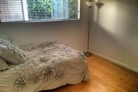 Private room in great space - Santa Monica - Apartment