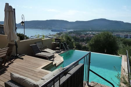 Triplex vue mer piscine & pk privés