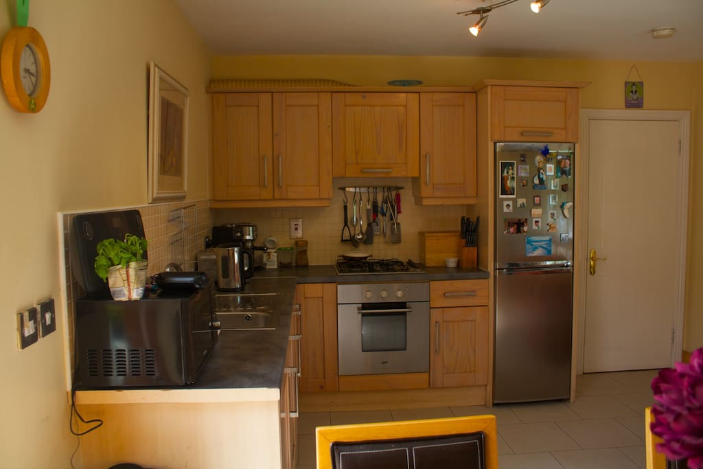 Another view of the kitchen area facilities