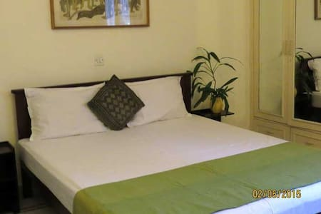 Beautiful warm home away from home - New Delhi - Apartment