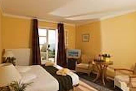 2 chambres et 1 suite - Villa