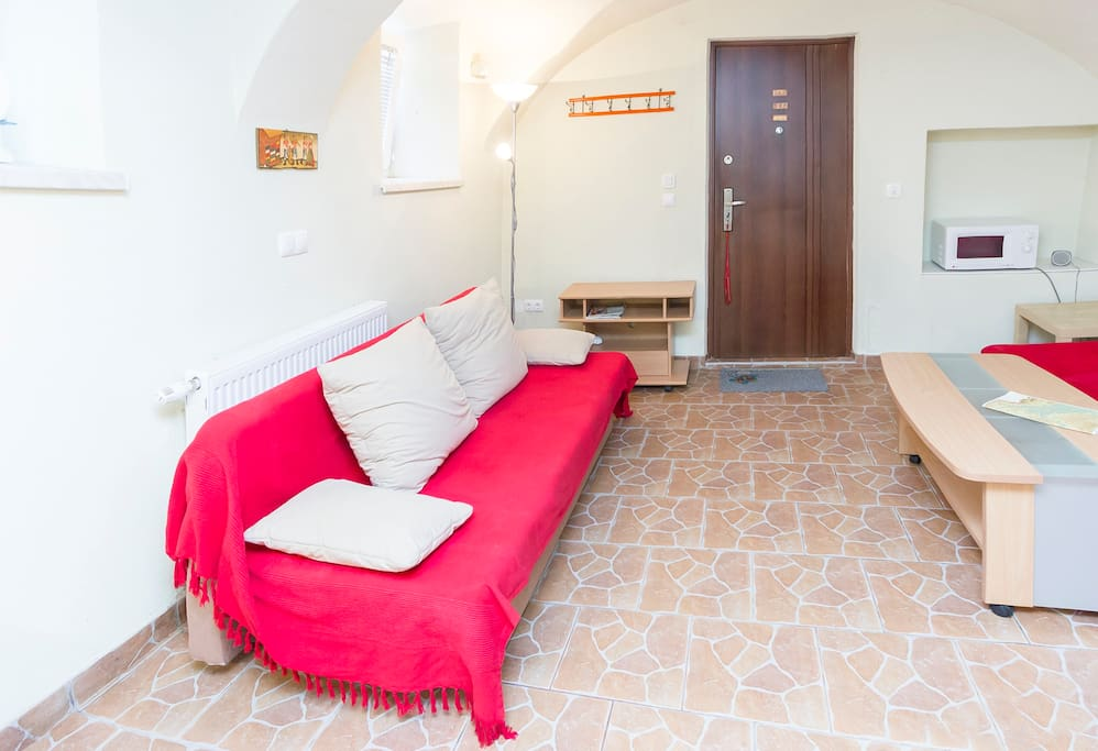 Red Apartment - Snug burrow for 2