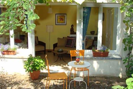 Delightful garden apartment, Cognac - Apartmen