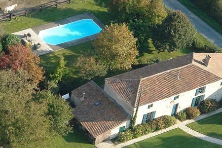 Puy du Fou, logis de La Galocherie1 - Sainte Florence - Bed & Breakfast
