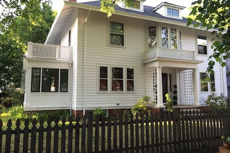 Beautiful Home Close To Downtown! - Providence - House
