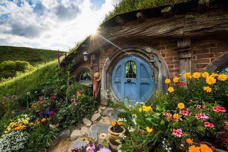 Test Lets stay at Hobbiton Village