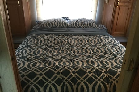 33ft rv for rent sleeps 6 - Gênes - Camping-car/caravane