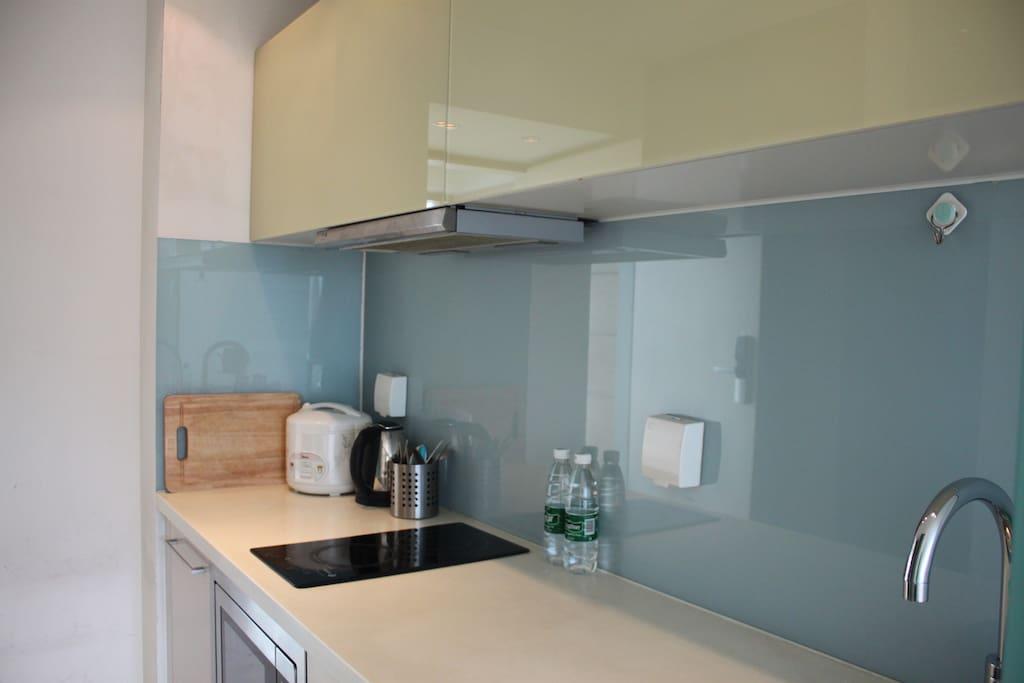 干净便捷的厨房操作台
