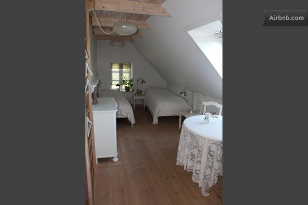 Lejlighed m.udsigt: værelse 2