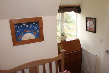 Sweet little room,  apple tree view - Huis