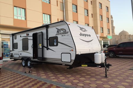 A 8 persons luxury towing caravan - Bobil