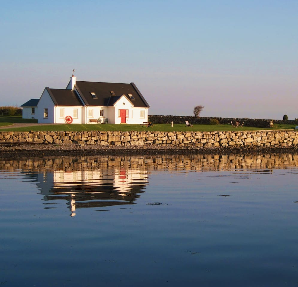 Breacan Cottage B&B,  Parkmore, Doorus, Kinvara,  Co Galway.
