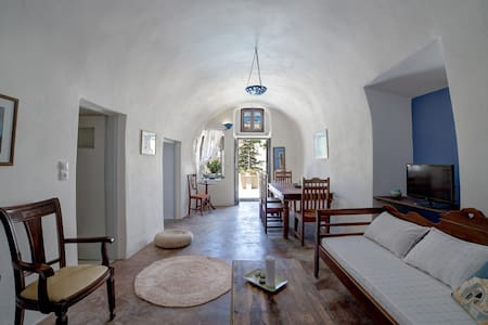 Santorini Traditional Cave House - Appartement