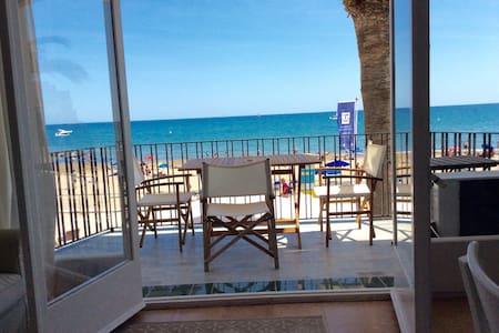 Primera Linea de Mar Sitges - Apartament