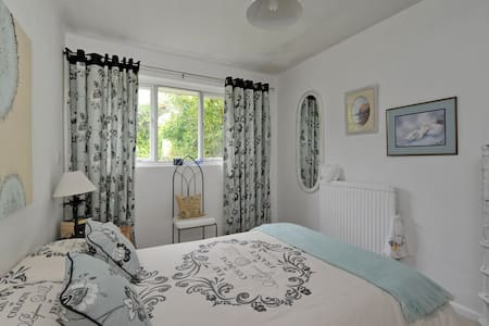 Yew Tree's Bed & Breakfast - Cherhill
