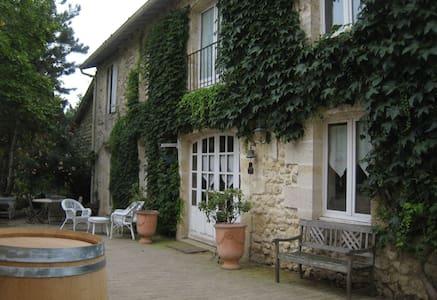 LES HAUTS DE CLUZEL à Bouliac (33) - Haus