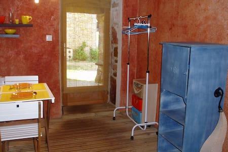 Chambre # indépendante en campagne - Saint-Rémy - Guesthouse